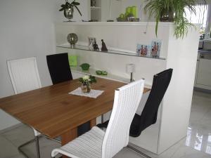 Tische und Bänke (1)