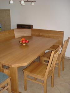 Tische und Bänke (3)