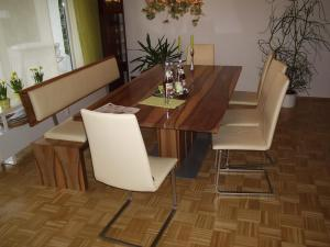 Tische und Bänke (8)